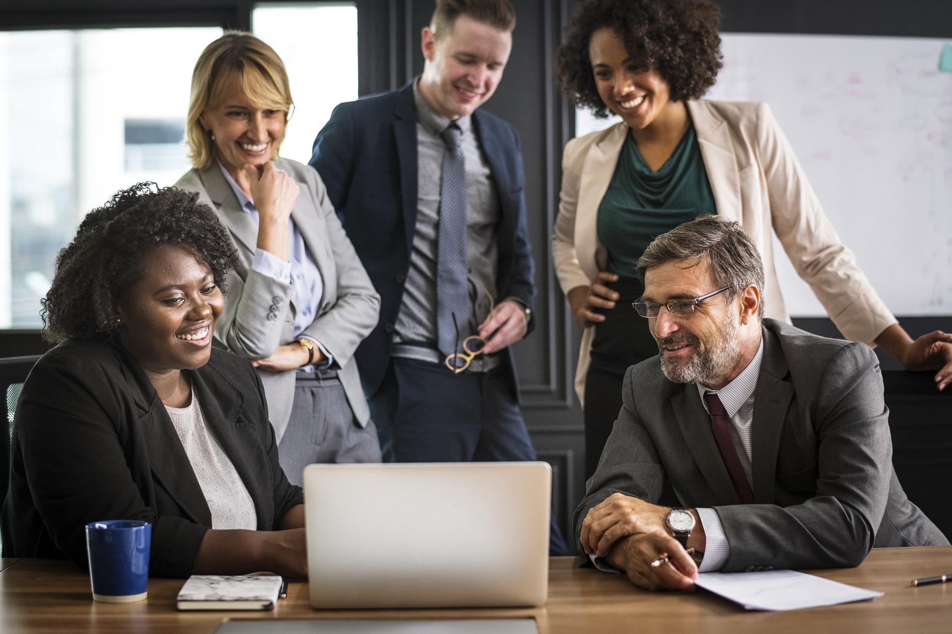 ¿Ser feliz en el trabajo nos hace ser más productivos/as?